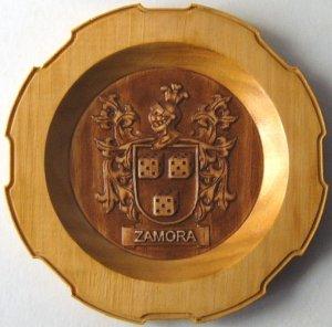 Escudos en madera tallada